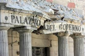 Der zerstörte Regierungspalast von L'Aquila